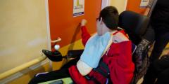 personne-handicapen-en-train-de-frapper-a-une-porte-660x330.png