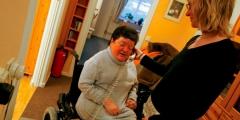 Personne-handicapee-assistee-par-auxilaire-de-vie-660x330.jpg